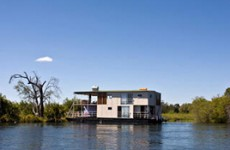 Mesmerising Africa – Houseboat, Chobe and Vic Falls