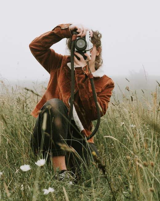 Mosi Girl Taking Photo 3014019