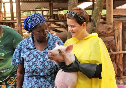 40. Guests Contribute To The Purcahase Of Pigs