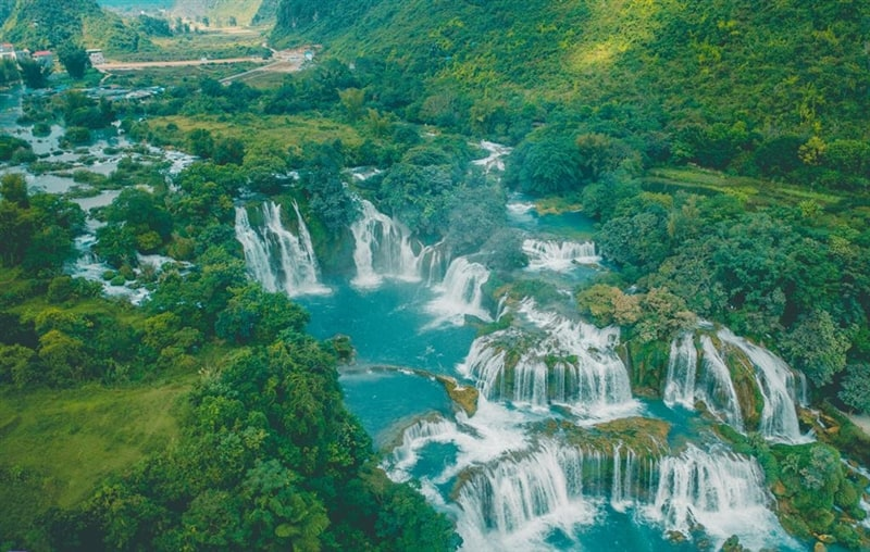 Ban Gioc Detian Waterfall