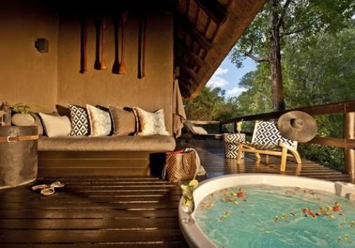 Luxury Suite Private Heated Spa Bath