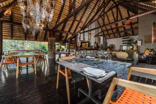 Bar & Dining Area